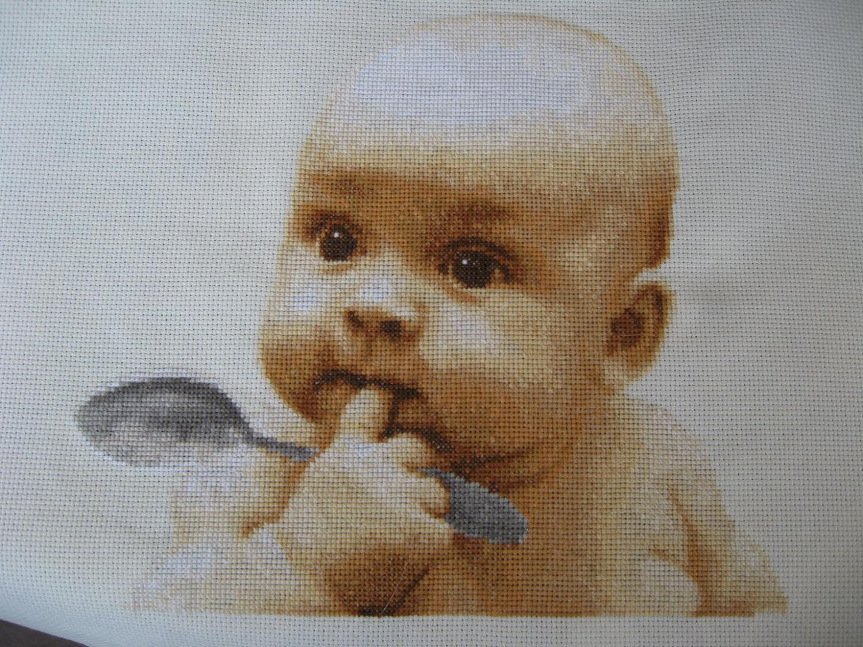 Малыш с ложкой вышивка