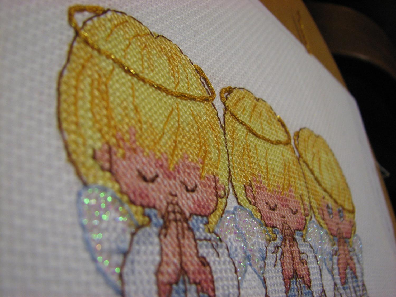 Вышивка ангелочков почти идеальный