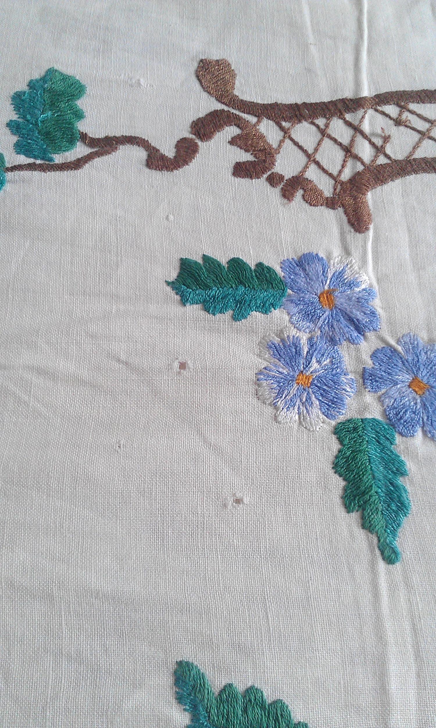 Как отбелить старые вышивки