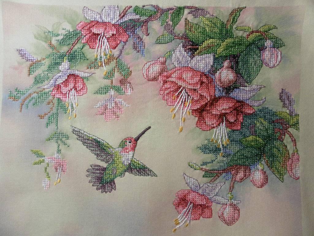 и схема крестом колибри вышивка фуксии